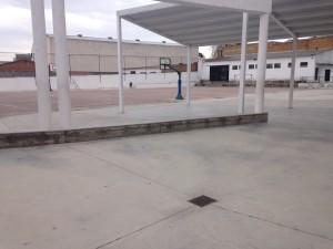 Patio del Colegio, con el gimnasio al fondo.