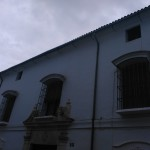 Fachada principal de la casa de la familia Ostos